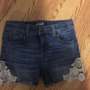 Cat and Jack girls jean shorts large